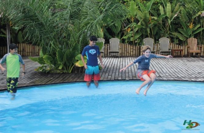 criancas-em-bonito-aquario-natural